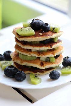 PLACUSZKI Z SERKA WIEJSKIEGO - Jemy i nie tyjemy. Kuchnia według Sylwii Food Inspiration, Pancakes, Healthy Recipes, Healthy Food, Food And Drink, Eat, Cooking, Breakfast, Fitness