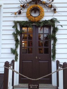 Colonial Williamsburg at Christmas by MichaelJByrne55 via Twitter. #HistoricHoliday