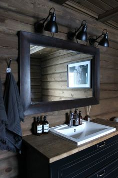 house wood mood Scandinavian Home Interiors, Cabin Interiors, Sweden House, Cabin Bathrooms, Lodge Style, Secret Rooms, Winter House, Log Homes, Lodges