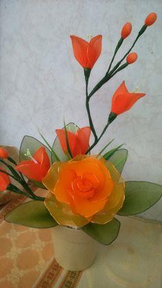 Nylon Flowers, Diy Flowers, Crochet Flowers, Fabric Flowers, Button Wreath, Nylon Stockings, Echeveria, Sewing Techniques, Flower Crafts