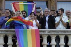 Valencia, objetivo: atraer a turistas gays, de congresos y discapacitados El concejal Calabuig apuesta por implicar a las áreas de limpieza, seguridad y movilidad EFE | El País, 2015-08-02 http://ccaa.elpais.com/ccaa/2015/08/02/valencia/1438513380_600056.html