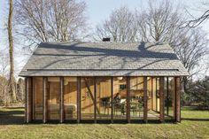 Shutters nu open. In dit dromerige tuinhuis in Utrecht heerst een oase van rust - Roomed   roomed.nl