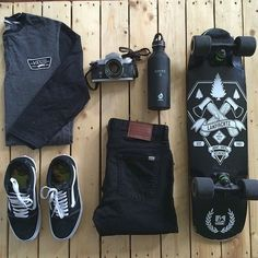 Skate board styles here's how to use the tendancy. Skateboard Outfits, Skateboard Deck Art, Mens Fashion Online, Skate Style, Skater Girls, Well Dressed Men, Skateboards, Ladies Dress Design, Fashion Outfits