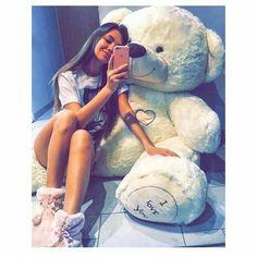 Huge Teddy Bears, Giant Teddy Bear, Stylish Girls Photos, Stylish Girl Pic, Cute Girl Poses, Cute Girl Photo, Cute White Boys, Cute Girls, Creative Valentines Day Ideas