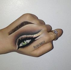 Cut crease hand art ✨ dipbrow pomade in dark brown and brow wiz in soft brown warm neutrals palette naked 2 Glitter: 'diamond dust' Liner: line ace white liquid liner Concealer: hd : Hand Makeup, Skin Makeup, Makeup Art, Beauty Makeup, Makeup Goals, Makeup Inspo, Makeup Inspiration, Makeup Tips, Best Beauty Tips