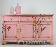 Beschilderd roze dressoir...live in pink