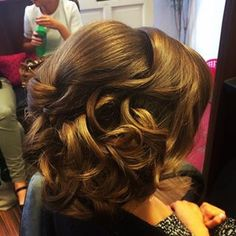 Loose chic messy style platinumhairdressing.ie