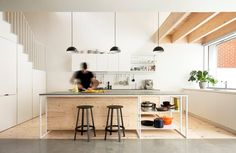 Good as New: a modern renovation from la SHED architecture was made to a more ergonomic design that permitted the natural light to the house. Kitchen Interior, New Kitchen, La Shed Architecture, Decoracion Vintage Chic, Casa Loft, Townhouse Designs, Duplex, Old Houses, Interior Inspiration