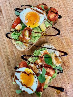 Avocado Breakfast, Nutritious Breakfast, Breakfast Toast, Avocado Toast, Healthy Snacks, Healthy Eating, Healthy Recipes, Clean Eating, Brunch Recipes