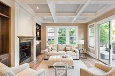 Check out these 60 incredible living rooms with a coffered ceiling. The coffered ceiling is one of the more intricate ceiling designs. Home Staging, Luxury Home Decor, Luxury Homes, Living Room Designs, Living Room Decor, Living Room Hardwood Floors, Deco Led, Plafond Design, Beautiful Living Rooms