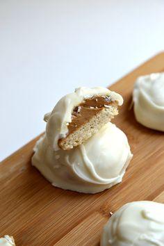 White Chocolate Cookie Butter Pecan Shortbread Cookies | Wallflour Girl