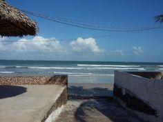 Excelente localização, na beira da praia do Farol Velho, ao lado do Hotel…