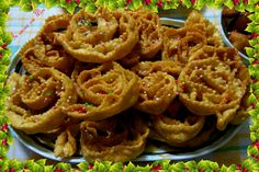 Cartellate pugliesi or Christmas roses traditional sweets of the south Italian Pastries, Italian Desserts, Italian Recipes, Italian Biscuits, Italian Cookies, Xmas Food, Christmas Cooking, Wine Cookies, Cookie Recipes