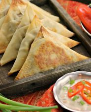Spicy Vegetable Samosas | the Indian restaurant favorite, easy to make at home and baked, not fried | #vegan #vegetarian #Indian #recipes