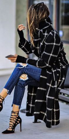 Black Coat - My Fashion Board - Winter Mode Mode Outfits, Casual Outfits, Fashion Outfits, Womens Fashion, Jeans Outfits, Fashionable Outfits, Jeans Fashion, Fashion Clothes, Fall Winter Outfits