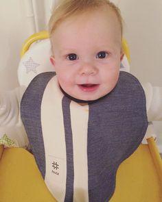 Anziehen, vollsabbern, bei 60 Grad in die Waschmaschine und wieder von vorne! 👌🏽✨👶🏼 #upcycling Baby Latz aus 100% #biobaumwolle von @foutagmbh aus ausgemusterten fouta Petite Tüchern hergestellt #acasaberlin #organiccotton #babylätzchen #babybibs