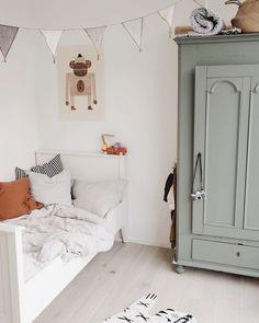 deco orange garçon - Pctr UP Boys Room Decor, Kids Bedroom, Living Room Decor, Bedroom Decor, Bedroom Ideas, Boy Room, Nursery Ideas, Room Girls, Kids Rooms