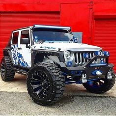 Can't do that in your Prius for girls Auto Jeep, Jeep Suv, Jeep Truck, Jeep Wrangler Rubicon, Jeep Wrangler Unlimited, Jeep Wrangler Custom, Blue Jeep, White Jeep, Jeep Wrangler Accessories