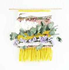 Tissage végétal : mélange de laines et fleurs séchées pour de belles réalisations printanières