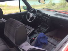 Love the simple e30 interieur of my Little Red Cab
