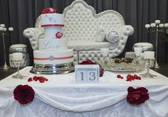 Isn't this a beautiful cake! Let ook op de decoratie eromheen, die maakt het helemaal af. #bruidstaart #weddingcake September, Cake, Beautiful, Kuchen, Torte, Cookies, Cheeseburger Paradise Pie, Tart, Pastries