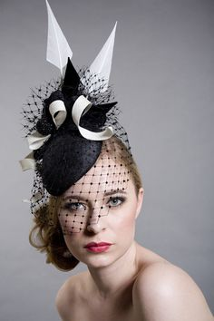 Brazen Hussey Glamour | Edwina Ibbotson | A pinokpok shark-fin base, trimmed with a bicolour pinokpok double bow and twists, a diamante ball, turkey feathers and veil at the front; a large two-toned silk rose and ruched veiling at the back