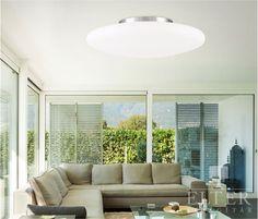 Fehér, opál üveg mennyezeti lámpa, mely egy króm színû gyûrûvel illeszkedik a mennyezethez. Egyedi, de mégis letisztult formájával egy modern stílusú helyiségbe…