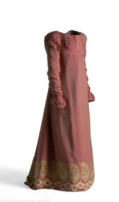 Dress 1810 Museo del Traje. This is a Jane Austen-era dress :-)