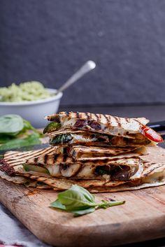 Vegetable Loaded Pizza Quesidillas | #vegetable #pizza #quesidillas #Mexican #food #recipe #dinner #foodporn