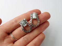 Thanks, I Made It : earrings Diy Jewelry, Jewelery, Jewelry Accessories, Jewelry Making, Jewelry Ideas, Diy Earrings Tutorial, Crystal Earrings, Stud Earrings, Box Chain