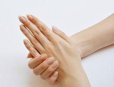 ネイルアートをしなくても、そのまんまの「すっぴん爪」がキレイな女性って素敵ですよね。セルフネイルをする方なら、下地ケアとしても大切な自爪のお手入れ。意外と周りから見られている部分だからこそ、しっかり気を配ってツヤツヤ&ピカピカの手元美人を目指しましょう♪
