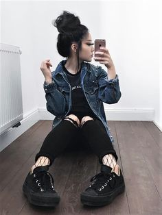 What do you have when you mix Grunge and Nu-goth? You have Dark Grunge! Check out these awesome 23 cool Dark Grunge outfit Ideas & get inspired!