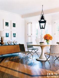 A contemporary dining room by Mark Christofi Interiors in Reading, Massachusetts. #houseandgarden