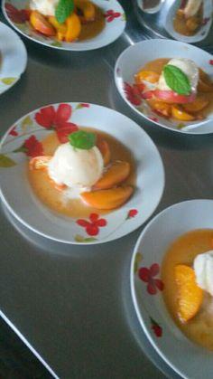 gepocheerde abrikozen met citroensorbet