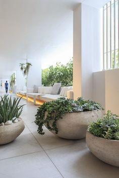 1 hotel - atelier vierkant beautiful planters контейнерное о Indoor Garden, Garden Pots, Indoor Plants, Pot Plants, Plant Pots, Terrace Garden, Garden Bed, Herb Garden, Outdoor Planters