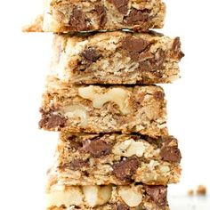 Chocolate Chip Walnut Cookie Bars: a simple vegan and gluten-free recipe for thick, chewy, super-chunky chocolate chip cookie bars. Peanut Butter No Bake, Peanut Butter Oatmeal, Healthy Peanut Butter, Almond Butter, Almond Milk, Chocolate Chip Walnut Cookies, Keto Chocolate Chips, Raisin Cookies, Chocolate Bars