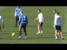 Vidéo : Xabi Alonso humilie Zidane à l'entraînement - http://www.actusports.fr/75454/video-xabi-alonso-humilie-zidane-lentrainement/
