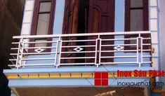 Cửa-hàng-làm-lan-can-inox-ở-TPHCM Glass Balcony Railing, Balcony Railing Design, Iron Balcony, Glass Stairs, Window Grill Design Modern, Balcony Grill Design, Grill Door Design, Steel Grill Design, Steel Railing Design