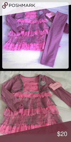 🎀NWT Nannette Outfit🎀 Gorgeous outfit for the ultimate girly girl! Includes long sleeved tunic with lots of tiered ruffling, sparkles & sequins & coordinating striped leggings. NWT! Size 3T. Smoke FREE home as always! 💕 Nannette Matching Sets