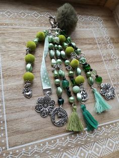 Keychain handmade glass beads Bohemian beads metal (nickel free), with wooden beads, with a Ribbon and a tassel. The key chain measures long (with clasp included). Key Covers, Bijoux Diy, Hat Pins, Key Rings, Beaded Bracelets, Necklaces, Jewelery, Dangles, Creations