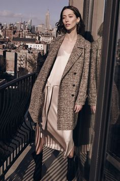 Kreator Roy Halston Frowick je šezdesetih godina prošlog veka lansirao brend koji inspiriše i utiče na modni svet do današnjeg dana. Jedan od preduslova za stvaranje luksuzne mode jeste upotreba vrhunskih prirodnih materijala popout kašmira, svile i kaftana.