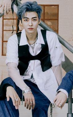 😭😭 he's looking so good and so fine and. Nct Dream Jaemin, Johnny Seo, Lucas Nct, Na Jaemin, Nct Taeyong, Exo Members, Yuta, Jaehyun, K Idols