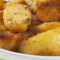 Greek Potatoes -roasted-potatoes-with-garlic-lemon-and-oregano. Greek Roasted Potatoes, Greek Potatoes, Roasted Potato Recipes, Garlic Recipes, Roasted Garlic, Roasted Potatoes Russet, Garlic Ideas, Oregano Recipes, Cook Potatoes