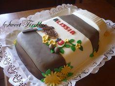 Alissia ha un sogno per il suo compleanno, la torta a forma di barattolo di nutella.   Eccolo il barattolone!!!!   L'ho un pò movimen...