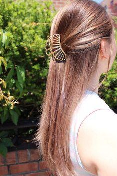 Claw Hair Clips, Hair Claw, Handmade Hair Accessories, Fall Accessories, Medusa Hair, Metal Hair, Claw Clip, Fashion Statements, Trending Hairstyles