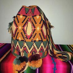 available#wayuubags #chilabags #mochilabags #beach #bohochic #summerbags #beachbags #가방  콜롬비아 북부와 베네수엘라 북서 쪽의 과히 라 반도에 거주하는 아메리칸 인디언 민족 그룹인 와유(Wayuu)부족이 만드는 100% 핸드메이드제품 입니다. 컬러풀한 와유백의 색상은 와유부족의 삶과 일상생활이 담겨있습니다. #칠라백 #chilabags #모칠라백 #itbag #pompom #fashion #people #handmade #borsa #colorful #unique #handmade #ethnic #boho #bohemian #Colombia #wayuu #style #design #bag #needle #geometric #festival #bohochic