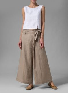 Light, lovely and simple, Vivid Linen clothes are sure to delight your feminine side. Pantalon Thai, Pantalon Large, Miss Me Outfits, Cool Outfits, Casual Outfits, Mode Pop, Plus Clothing, Boho Clothing, Wide Leg Linen Pants