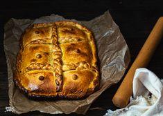 ¿cual es la empanada preferida? Atún, carne, xoubas... Has probado la de calamares en su tinta.? Si no lo has hecho te invito a hacerlo Empanadas, Bread, Food, Almonds, Cooking Recipes, Kidney Beans, Calamari, Oven, Ink