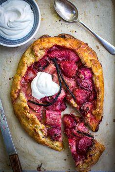 Rhubarb, Strawberry & Vanilla Ricotta Tart | A must-try dessert this summer.