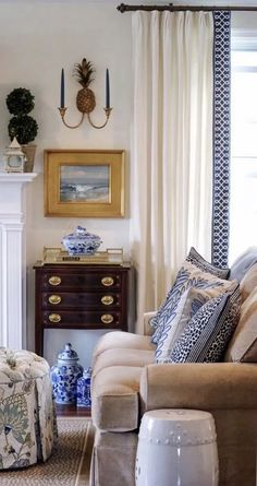 gorgeous living room paint color ideas for the heart of the home 19 Formal Living Rooms, Home Living Room, Living Room Decor, Living Spaces, Southern Living Rooms, Traditional Decor, Traditional House, Traditional Dining Rooms, Traditional Bedroom